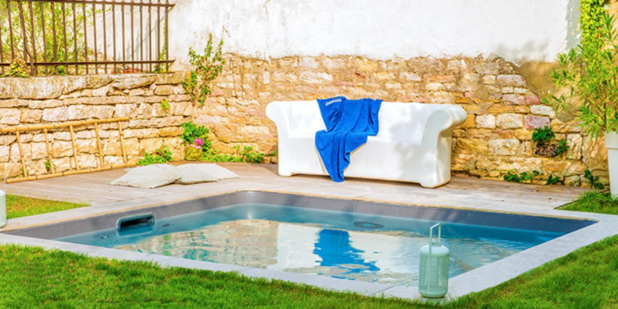 Mini piscine aquilus dans petit jardin